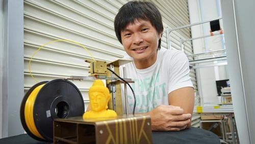 Local company makes book-size 3-D printer
