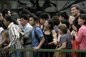 Residents' employment rate hits record 79% in 2013