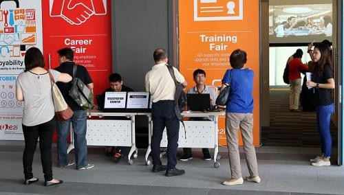 Polls: 7 in 10 seek new jobs, but hiring is slowing
