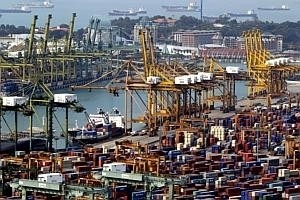 Singapore port scores world first with bunkering mandate