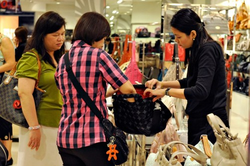 Retail employees in Singapore set for 4.5% salary hike in 2016