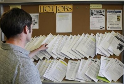 Now optimistic, US job seekers dust off resumes
