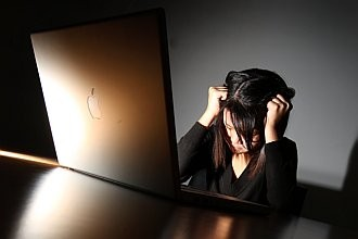Women's burnout linked to 'uncontrolled' eating