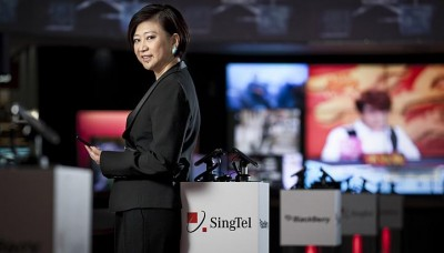 SingTel CEO's pay up 9% to $4.9m