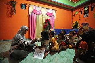 Indonesia's top grads leave mark on villages